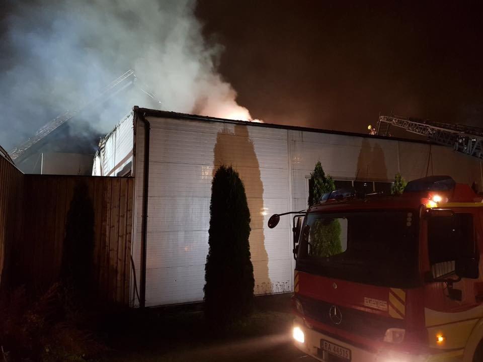 Mjøndalen: Brann i industribygg i Hagatjernveien 2