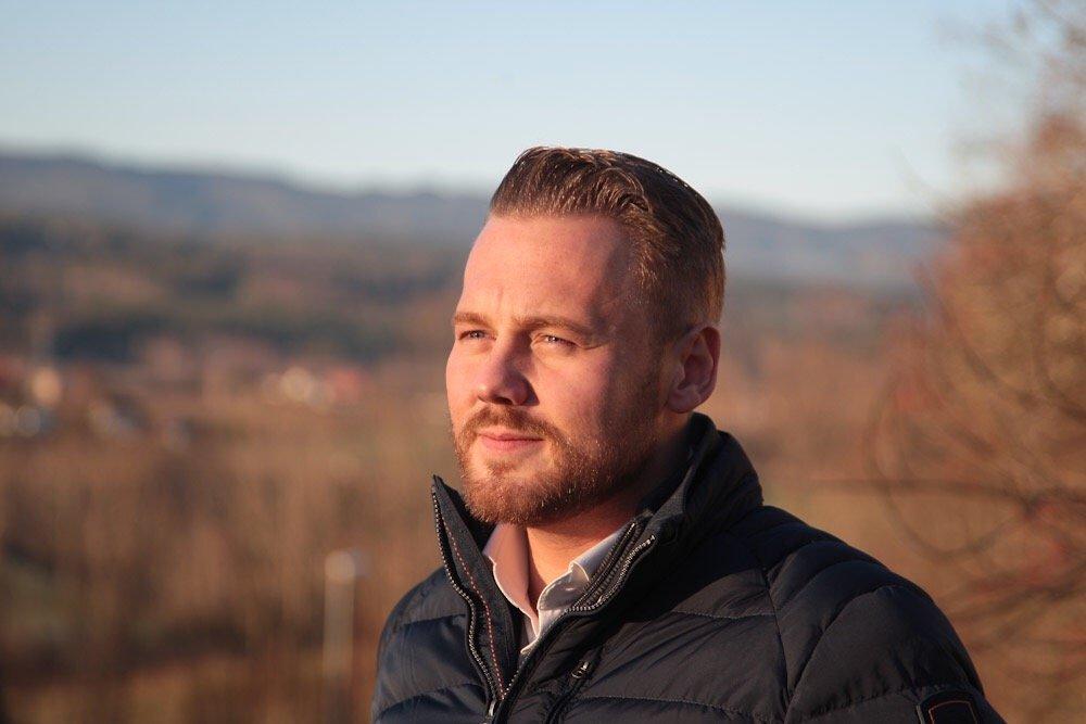 Vestfossen: Møt to sterke karer - Sangeren Mads Belden hos Henrik Framnes 2
