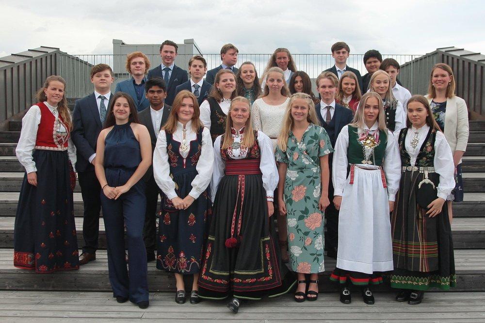 103 elever ved Hokksund ungdomsskole fikk sine avgangsvitnemål - Se klassebildene 1