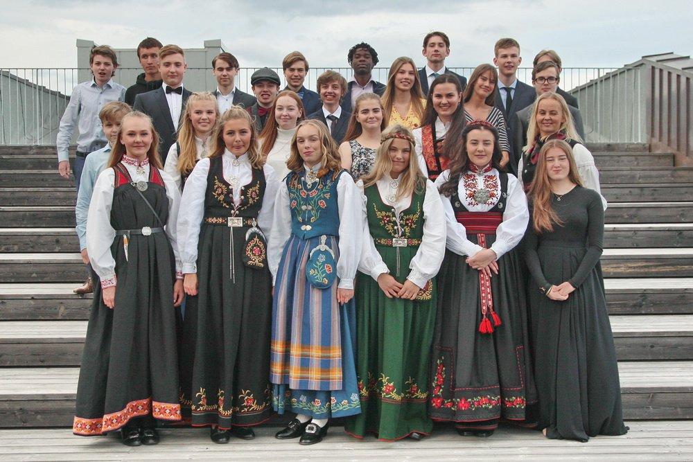 103 elever ved Hokksund ungdomsskole fikk sine avgangsvitnemål - Se klassebildene 2