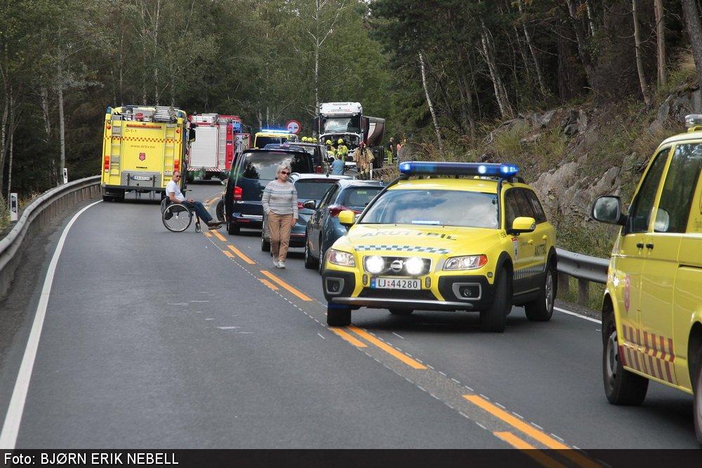 Personbil frontkolliderte mot lastebil: En mann bekreftet omkommet ved Kverk 1
