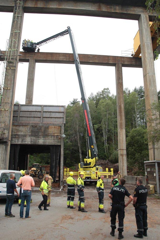 Hokksund: Mann satt fastklemt i kran 22 meter over bakken 2