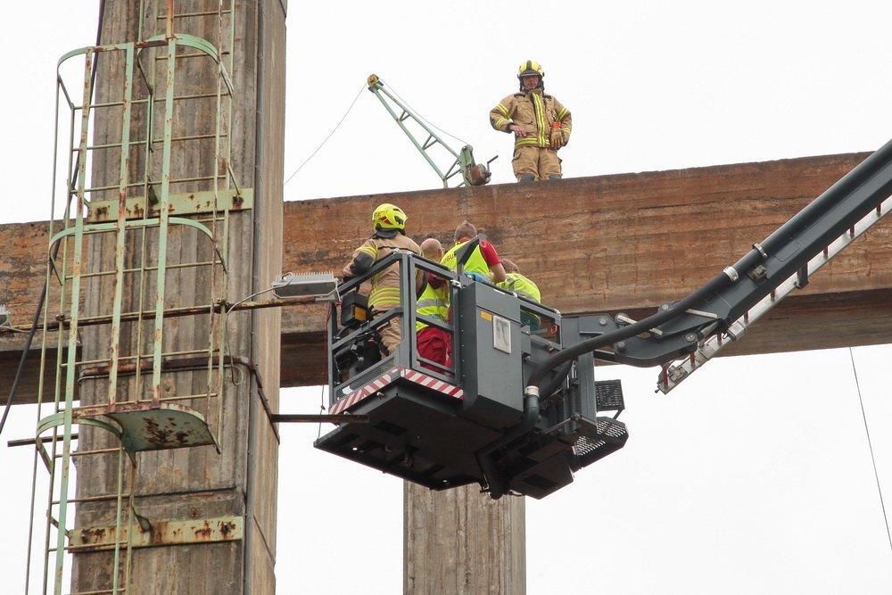 Hokksund: Mann satt fastklemt i kran 22 meter over bakken 3