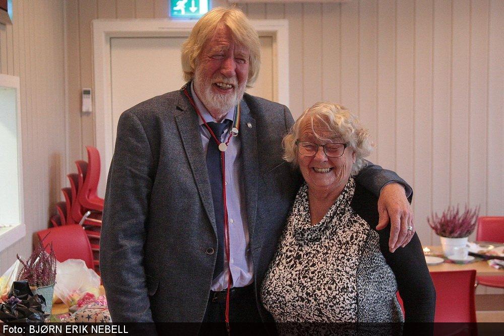 Trubaduren Geir Madsen sang gamle klassikere for pensjonistene på Horne 2