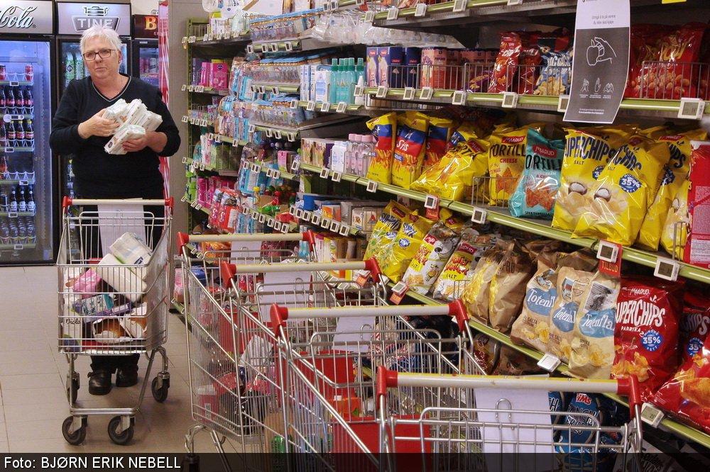 Lokale kjøpmenn kjører hjem dagligvarer til folk i karantene 1